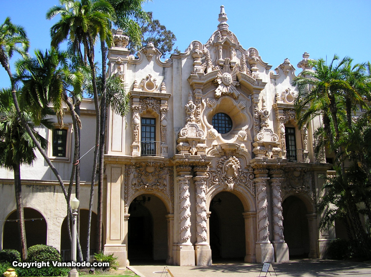 picture of spanish style building in balboa park san diego california