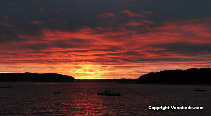picture of sunset on bar harbor in maine