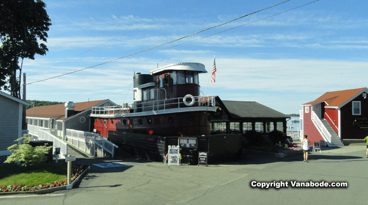picture of tugboat inn restaurant in boothbay harbor maine