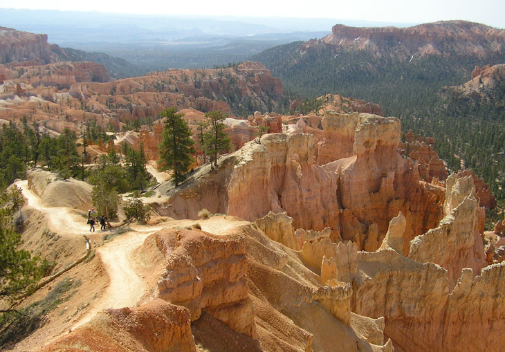 photo of trail in bryce canyon national park