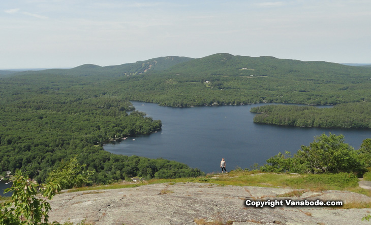 picture at top of Maiden Cliff hike in Camden Hills Maine