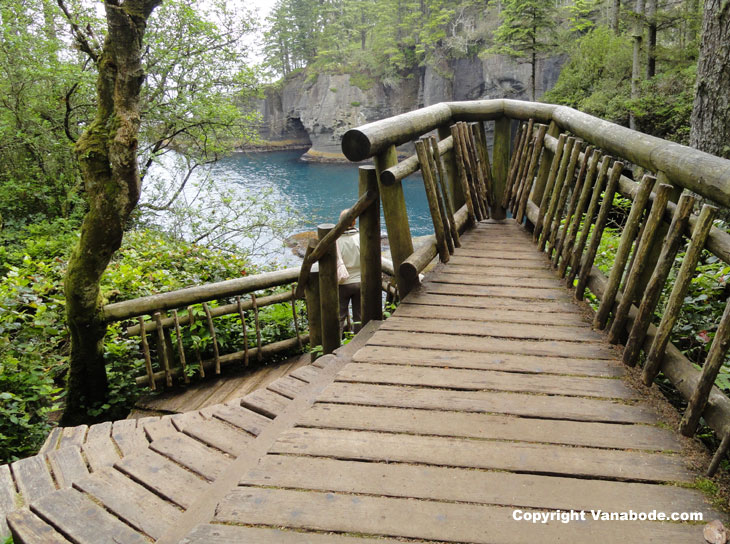 picture of observation deck over cape flattery in washington state