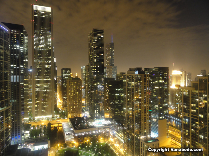 chicago skycraper at night picture