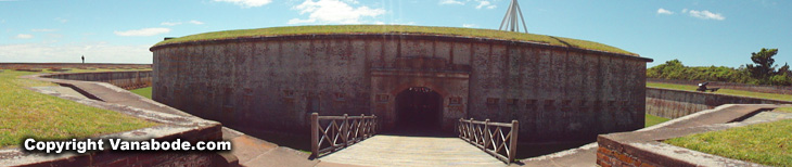 outside-fort-macon-structure