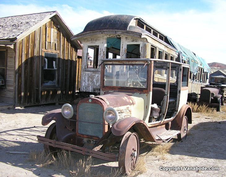picture of antique car and bus in goldfield nevada