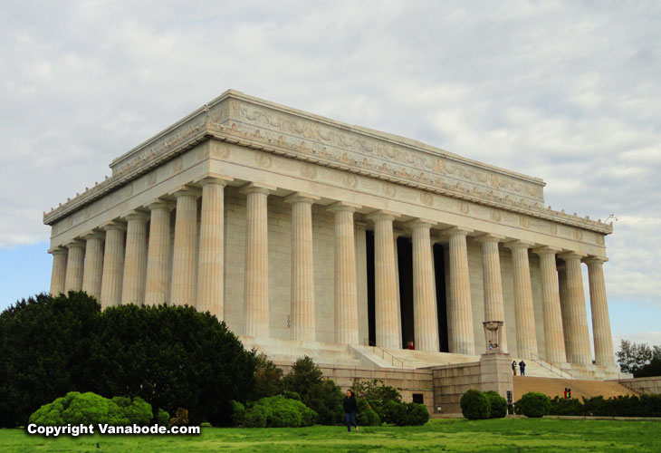 The Lincoln Memorial is huge, decadent and beautiful,  surely a must see in DC.