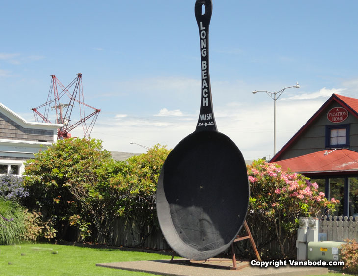 long beach iron skillet sculpture picture