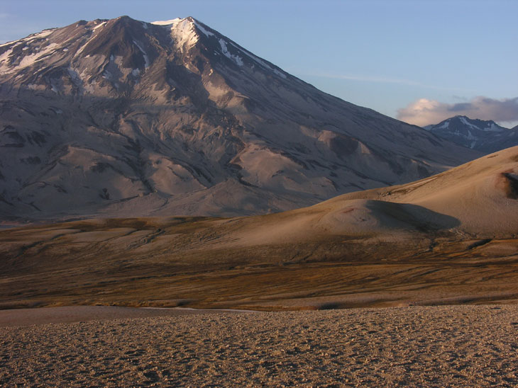 picture of mount griggs in katmai national park alaska