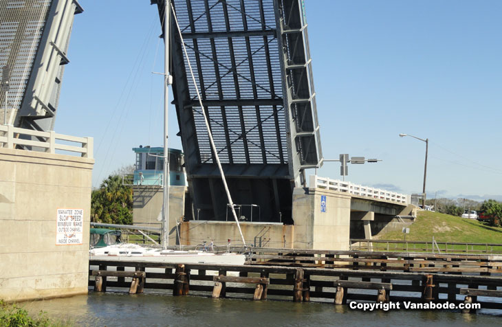 picture of draw bridge in bulow creek ormond beach