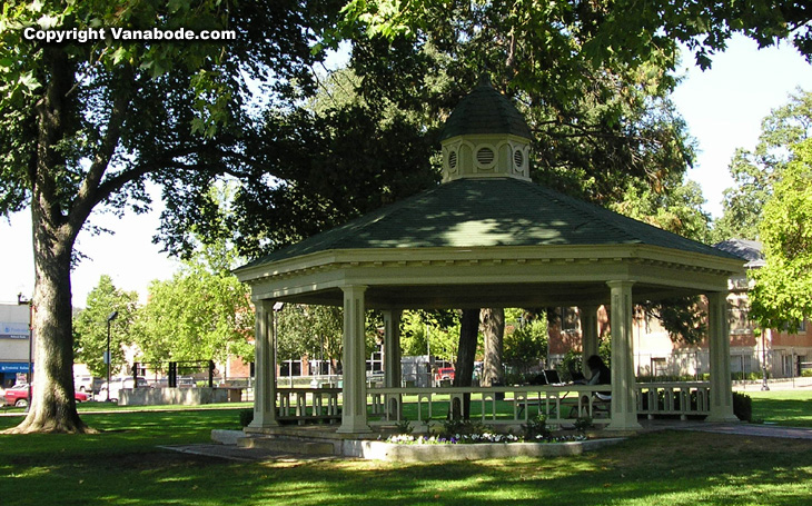 Picture of gazebo at Paso Robles park on Main Street