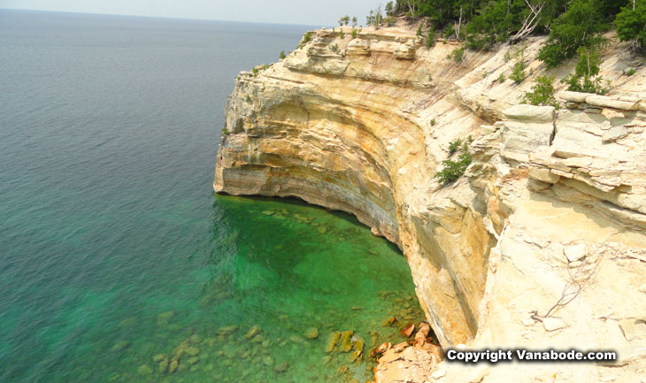 michigan lakeshore cliff hikes in summer