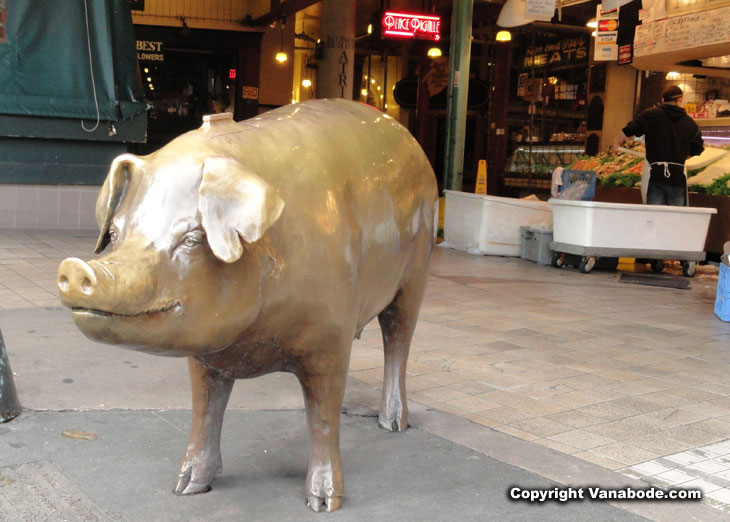 picture of pike place pig in seattle washington