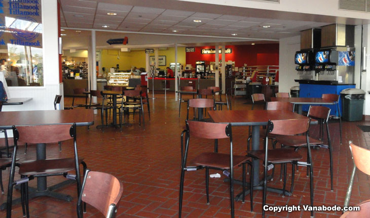 picture of cafeteria at tillamook cheese factory in oregon