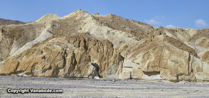 picture of twenty mule team canyon in death valley