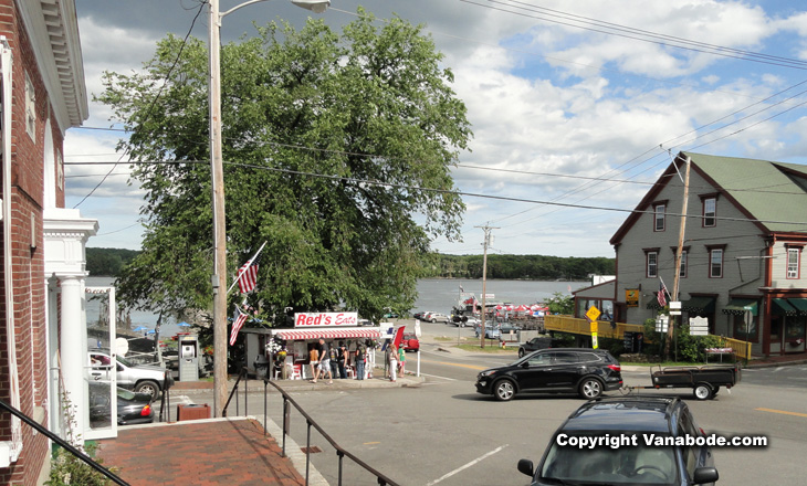 picture of main street in wiscasset maine